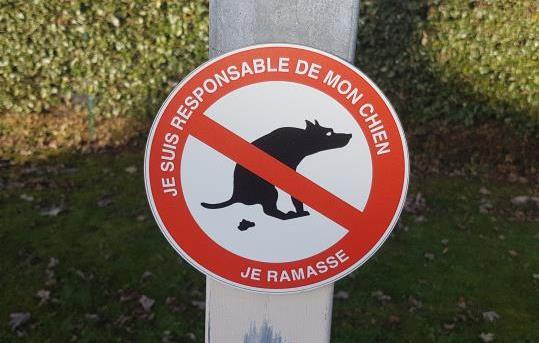 Panneau déjections canines à Mennecy